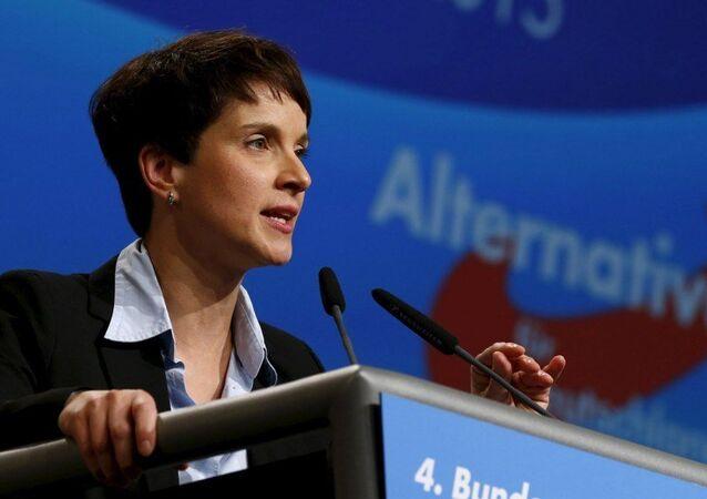 Sağ popülist Almanya için Alternatif partisinin başkanı Frauke Petry