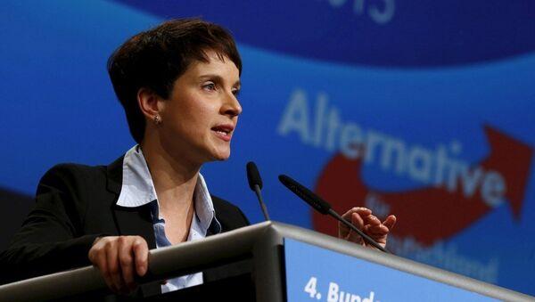 Sağ popülist Almanya için Alternatif partisinin başkanı Frauke Petry - Sputnik Türkiye