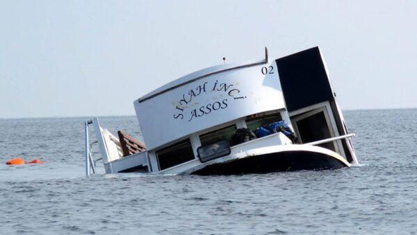 Çanakkale'nin Ayvacık ilçesinde geçen cumartesi günü 18'i çocuk 39 sığınmacıya mezar olan 'Siyah İnci Assos' adlı gezi teknesi. - Sputnik Türkiye