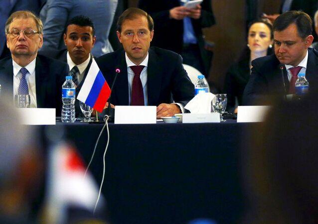 Rusya Sanayi ve Ticaret Bakanı Denis Manturov Mısır'da