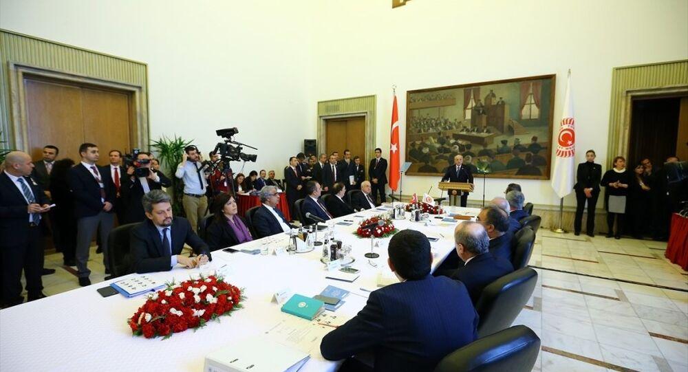 Anayasa Mutabakat Komisyonu, ilk toplantısını yapmak üzere TBMM Başkanı İsmail Kahraman Başkanlığında toplandı.