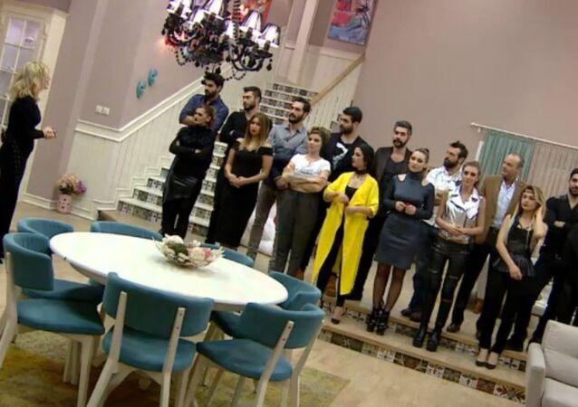 Televizyonda yayınlanan bir evlilik programı