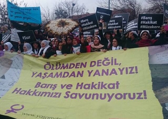 'Barış İçin Kadın Girişimi' Diyarbakır'a ulaştı