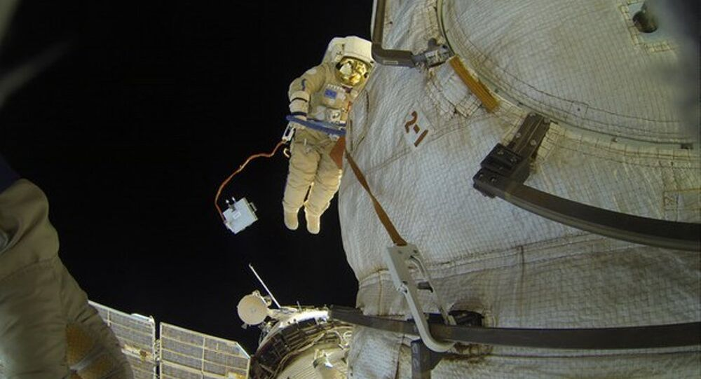 Rus kozmonottan uzay boşluğunda selfie