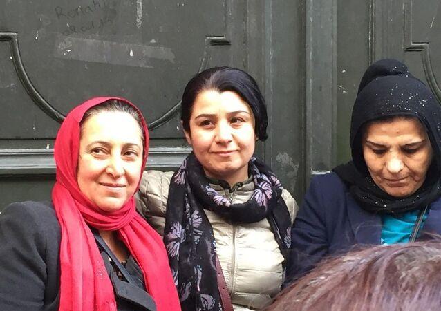 YPJ komutanlarından Nesrin Abdullah (ortada)
