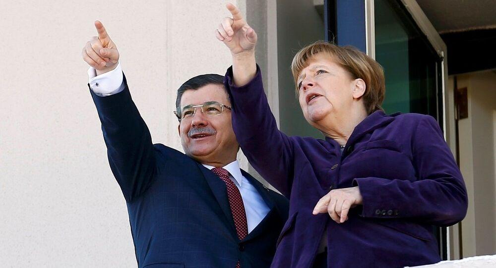 Almanya Başbakanı Angela Merkel ve Başbakan Ahmet Davutoğlu