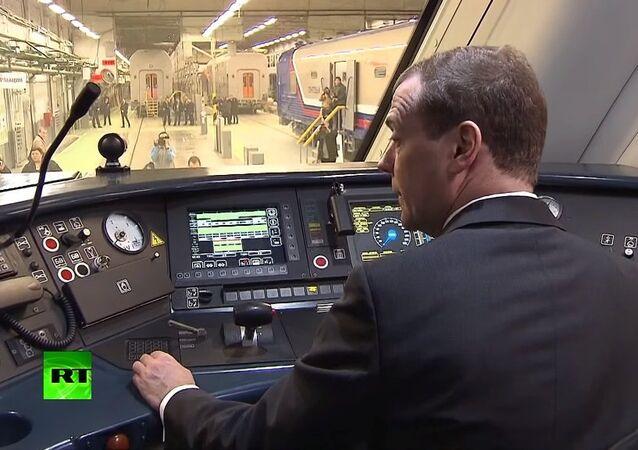 Medvedev bir gün için 'tramvayların efendisi' oldu