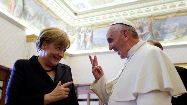 Almanya Başbakanı Angela Merkel- Papa Francis - Sputnik Türkiye