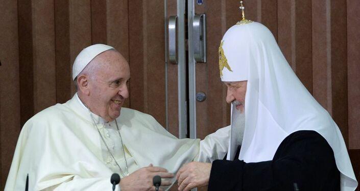 Patrik Kirill ve Papa Francis