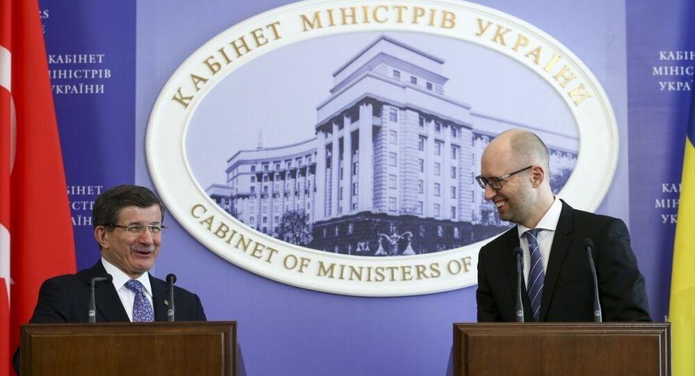 Başbakan Ahmet Davutoğlu, Ukrayna Başbakanlık binasında Ukrayna Başbakanı Arseniy Yatsenyuk ile baş başa görüşmesinin ardından düzenlenen ortak basın toplantısında konuştu.