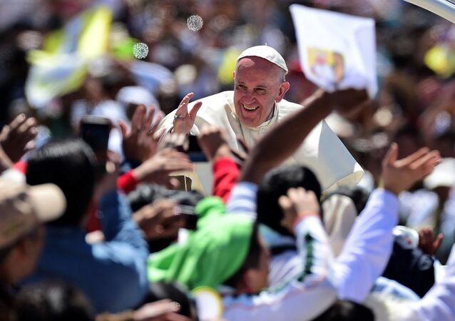 Papa Francis, Meksika'nın Chiapas kentindeki törene katıldı.