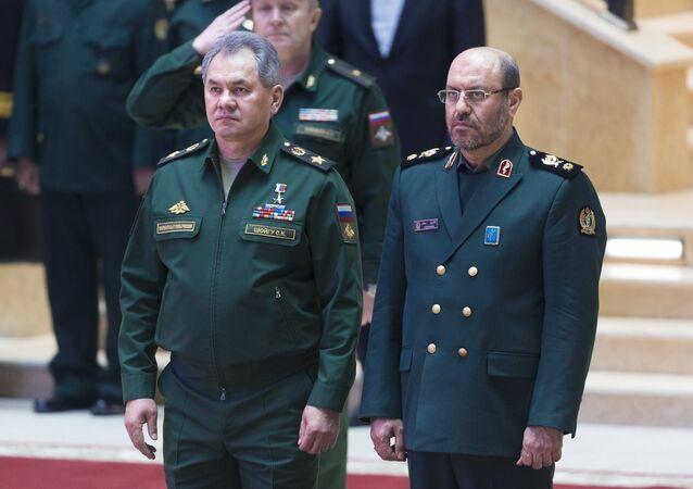 İran Savunma Bakanı Hüseyin Dehkan ve Rusya Savunma Bakanı Sergey Şoygu