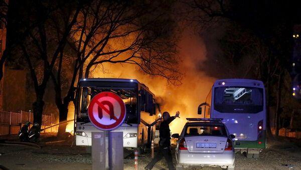 Ankara'da Eskişehir yolu üzerindeki general lojmanlarının nizamiye giriş kapısında, TSK personelinin çıkışı esnasında servislere yönelik bombalı araçla saldırı düzenlendi. - Sputnik Türkiye