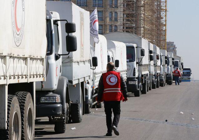Şam'ı terk etmeye hazırlanan bir yardım konvoyu.