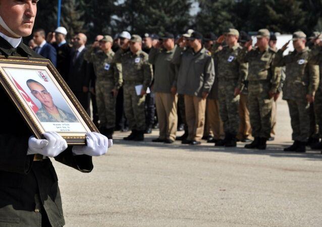 Hatay'ın Yayladağı ilçesi Güveççi Mahallesi'nde insan kaçakçılarına müdahale sırasında ölen Sözleşmeli Er Mustafa Uyğun için tören düzenlendi.