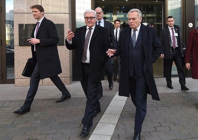 Almanya Dışişleri Bakanı Frank-Walter Steinmeier ve Fransa Dışişleri Bakanı Jean-Marc Ayrault