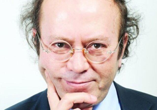 Yeni Şafak yazarı Yusuf Kaplan