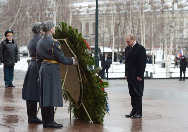Vladimir Putin, Vatan Savunucuları Günü için yapılan resmi törende