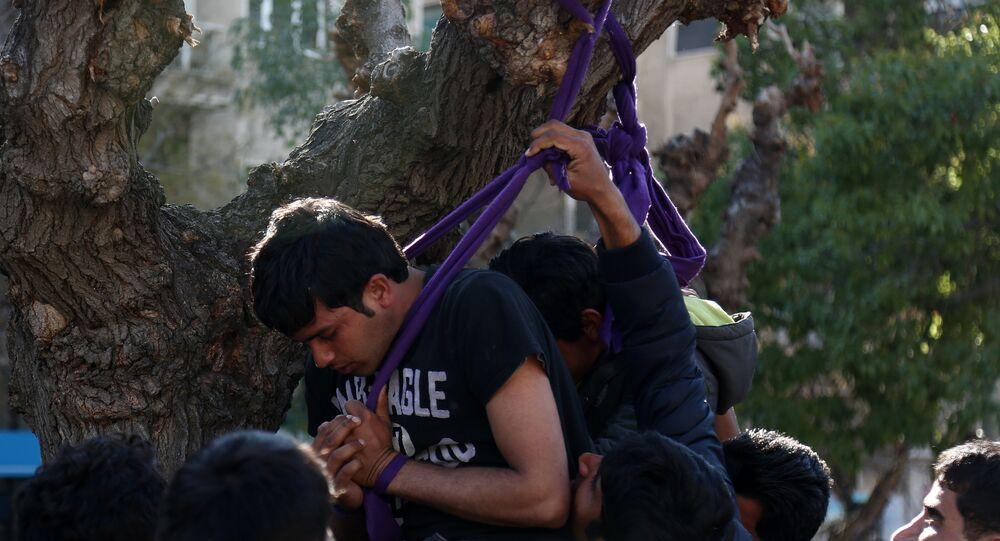 Atina - Sığınmacılar intihara teşebbüs etti