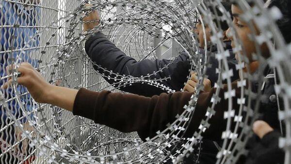 Sığınmacılar polisle çatıştı - Sputnik Türkiye