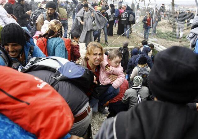 Sığınmacılar polisle çatıştı
