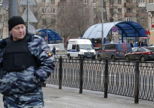 Bakıcılığını yaptığı çocuğu kafasını keserek öldüren dadının görüldüğü Oktyabrskoye Pole yakınındaki metro istasyonu çevresinde olağanüstü güvenlik önlemleri alındı
