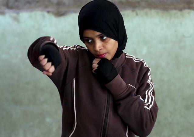 Pakistan'da kızlar için boks kursu