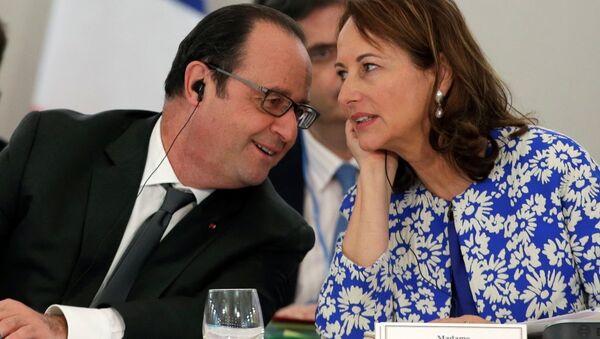 Fransa Cumhurbaşkanı François Hollande- Ekonomi Bakanı Segolene Royal - Sputnik Türkiye