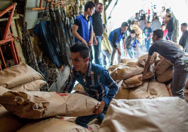 Rusya'nın Suriye'ye ulaştırdığı insani yardım paketleri