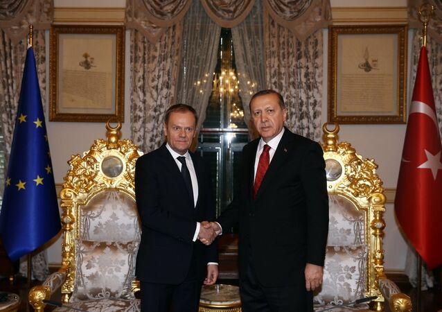 Cumhurbaşkanı Recep Tayyip Erdoğan, Mabeyn Köşkü'nde, AB Konseyi Başkanı Donald Tusk'u kabul etti.
