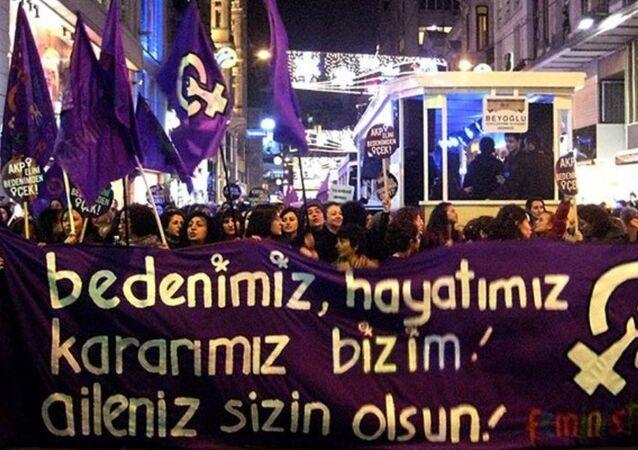 Taksim'de 'Feminist Gece Yürüyüşü'