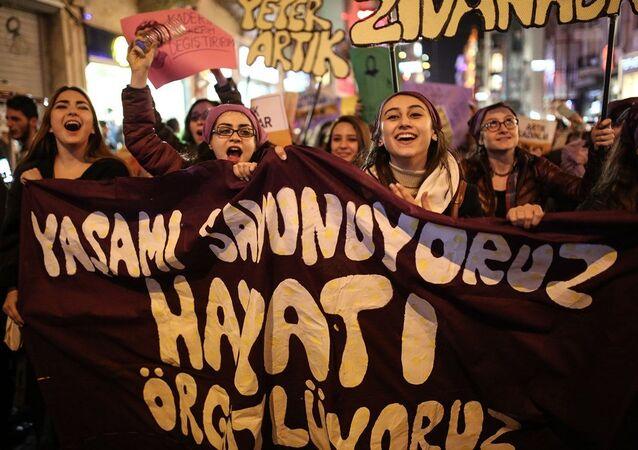 8 Mart Feminist Gece Yürüyüşü