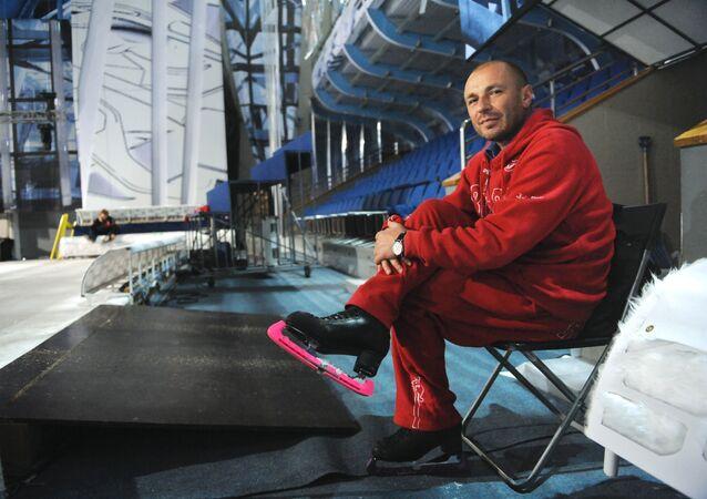 Rusya'nın ünlü buz pateni antrenörü Aleksandr Julin