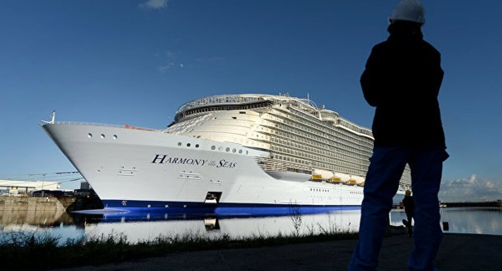 Dünyanın en büyük yolcu gemisi test ediliyor.