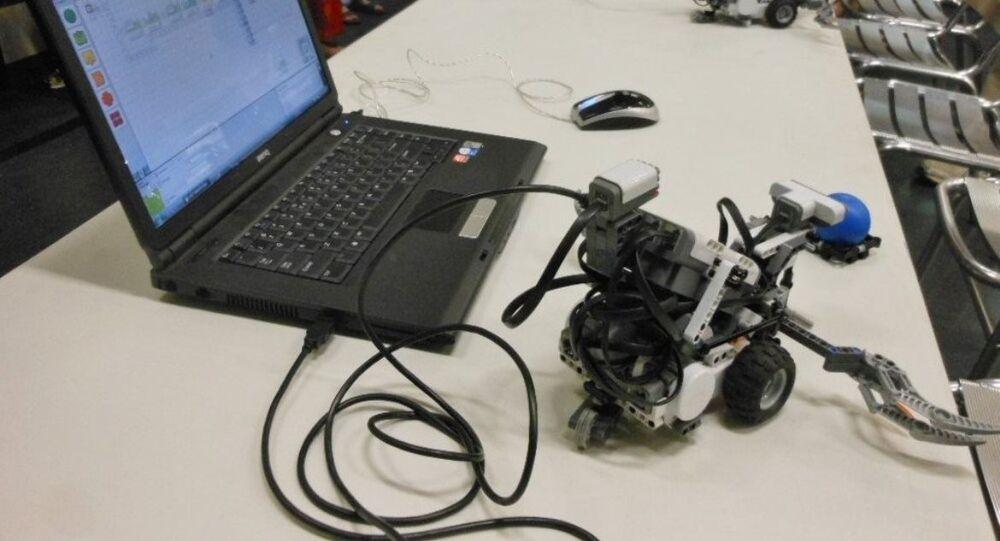 Rus çocuklar düşünce gücüyle çalışan robot geliştirdi