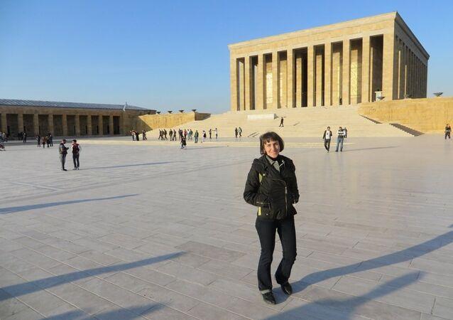Ria Novosti'nin Ankara özel muhabiri Alyona Palajçenko, doğum gününde Anıtkabirr'i ziyaret etti.