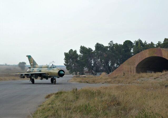 Suriye ordusuna ait MiG-21 savaş uçağı