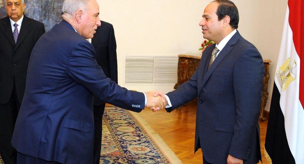 Mısır'ın görevden alınan eski Adalet Bakanı Ahmed el Zind ve Devlet Başkanı Abdulfettah el Sisi