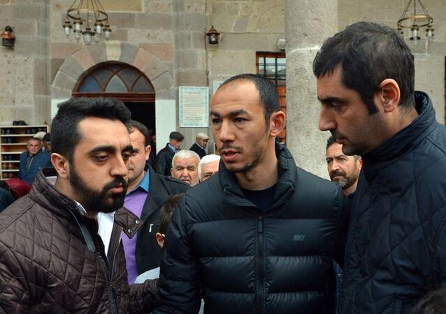 Ankara'daki saldırıda babası Kemal Bulut'u kaybeden Galatasaraylı futbolcu Umut Bulut