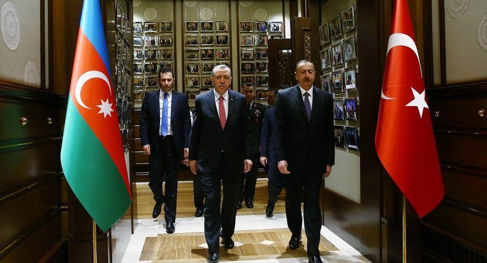 Cumhurbaşkanı Recep Tayyip Erdoğan ve Azerbaycan Cumhurbaşkanı İlham Aliyev Cumhurbaşkanlığı Külliyesi'nde, baş başa görüşmelerinin ardından Türkiye-Azerbaycan Yüksek Düzeyli Stratejik İşbirliği Konseyi (YDSK) 5. Toplantısı'na katıldı.