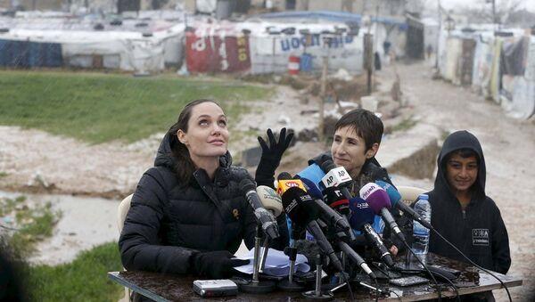 Angelina Jolie Bekaa Vadisi'nde - Sputnik Türkiye