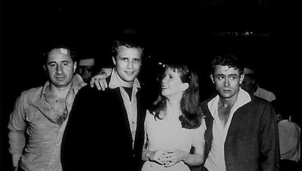 Elia Kazan, Marlon Brando, Julie Harris, James Dean - Sputnik Türkiye