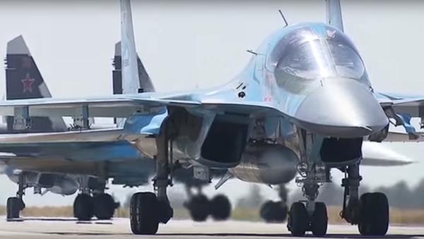 Rus uçaklarının Suriye'den ayrıldığı anlar kamerada - Sputnik Türkiye
