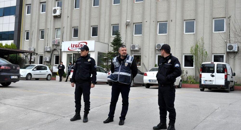 Bursa'da faaliyet gösteren iki yemek firmasına, Fetullahçı Terör Örgütü/Paralel Devlet Yapılanması'na (FETÖ/PDY) finansman desteği sağlandığı ve işlemlerde usulsüzlük yapıldığı iddiasıyla ilgili yürütülen incelemenin ardından yeni yönetimlerin oluşturulması amacıyla kayyum atandı.
