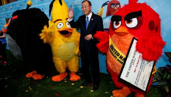 BM Genel Sekreteri Ban Ki-mun, popüler mobil oyun uygulaması Kızgın Kuşlar'daki (Angry Birds) 'Kırmızı' (Red) karakterini iklim değişikliği ile mücadele konusunda BM onursal elçisi olarak atadı. - Sputnik Türkiye