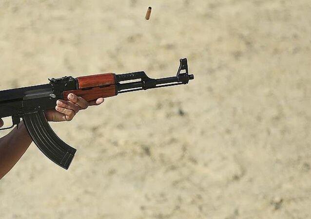 Polis Akademisinde her rütbedeki emniyet personeline verilen yıllık atış eğitimlerine tabanca ve MP-5'in yanı sıra 'kalaşnikof' olarak bilinen AK-47 de eklendi.