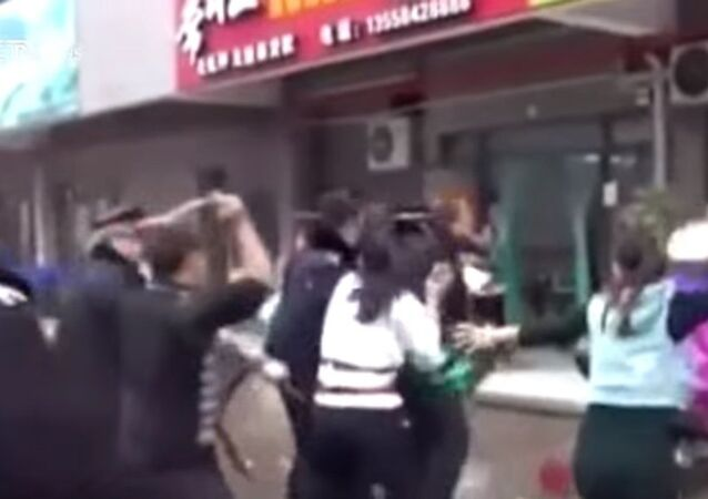 Çinli seyyar satıcı - VİDEO