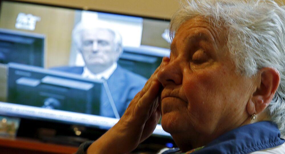 Srebrenitsa Soykırımı'ndan sağ çıkmayı başaran Bosnalı Sırp bir kadın