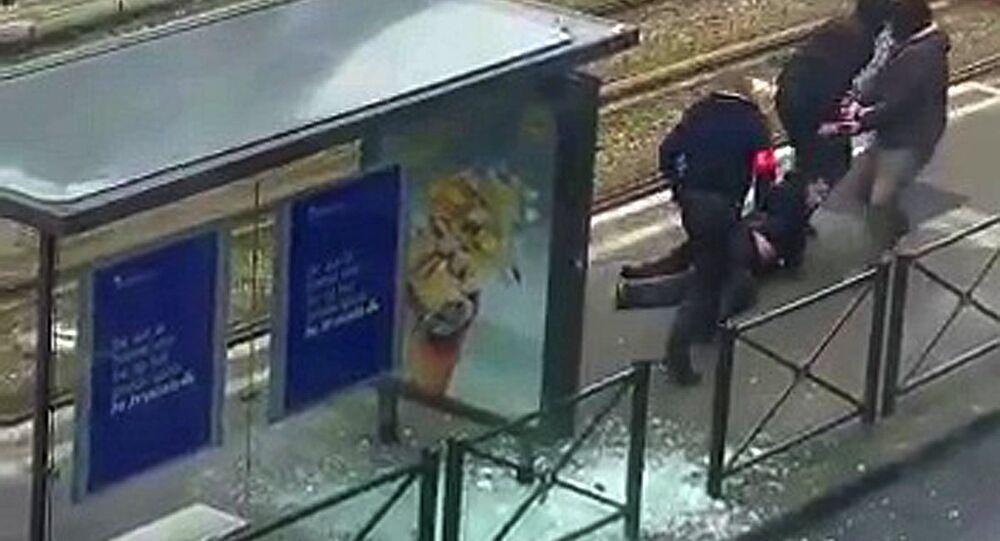 Brüksel'deki 'Türk mahallesi' olarak bilinen Schaerbeek'te bugün, bacağından vurularak yaralanan bir şüpheli gözaltına alındı
