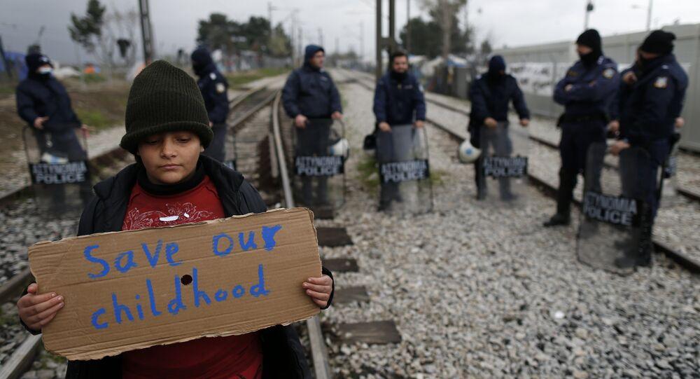 Yunanistan'ın Makedonya sınırındaki İdomeni kasabasından bir çocuk sığınmacı: Çocukluğumuzu kurtarın